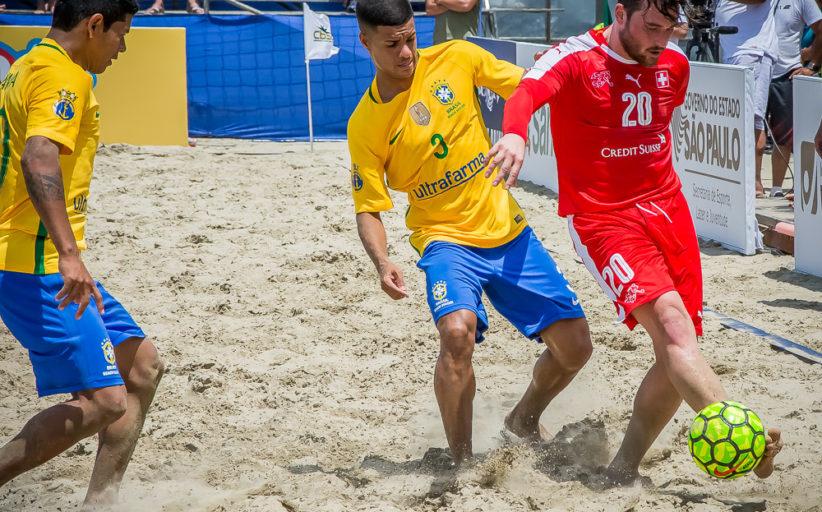Brasil goleia a Suíça na praia do Gonzaga e chega a 50 partidas de invencibilidade