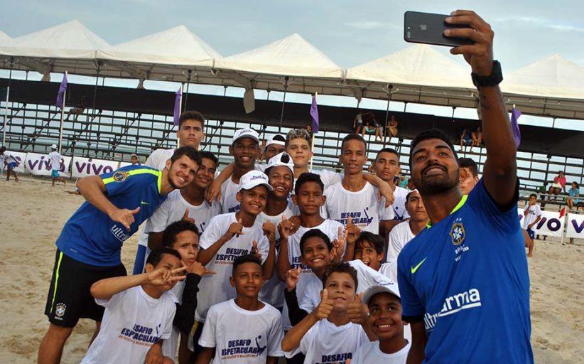 Desafio Espetacular promove beach soccer e clínicas na praia de Candeias